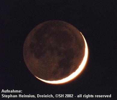 Mondsichel mit Erdschein im Februar